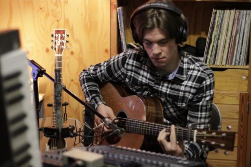 Jere testing microphones and a Liljeström acoustic guitar.